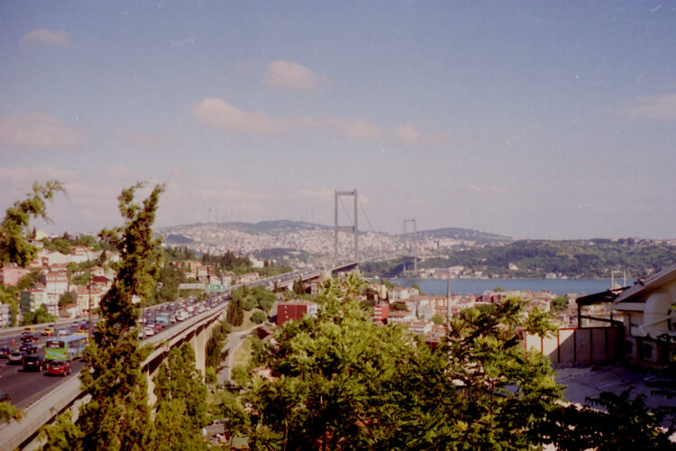 Istanbul, de brug over de Bosporus