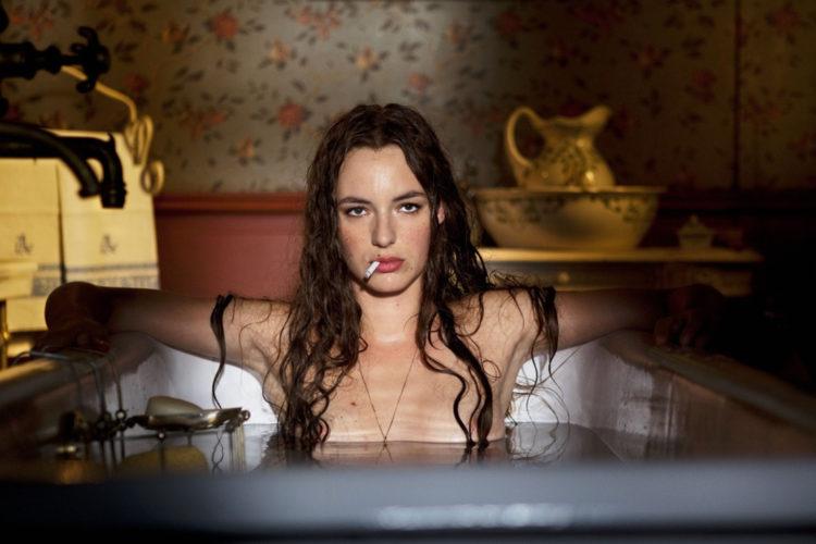 Louise Bourgoin als Adèle Blanc-Sec / Isabelle Avondrood