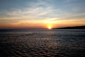 Indonesië, zonsopgang bij Sumbawa