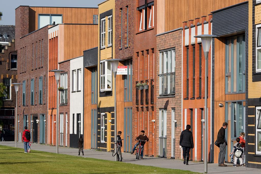 De Lepelaarsingel in Rotterdam-Zuid. Fijn om hier een mooie woning te koop te hebben, terwijl je het stempel afvalputje van Nederland opgedrukt krijgt (foto: flickr, Jeroen Kransen)