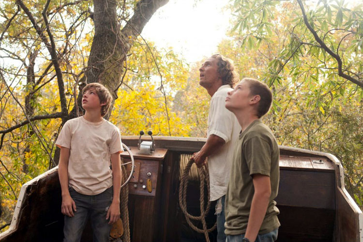 Ellis, Mud en Neck zien iets