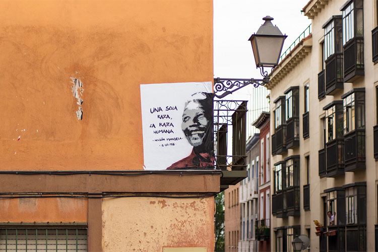 Mandela op een muur in Madrid (foto:flickr/r2hox)