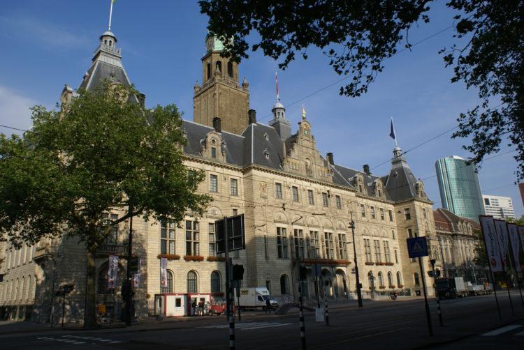Het stadhuis van Rotterdan aan de Coolsingel.
