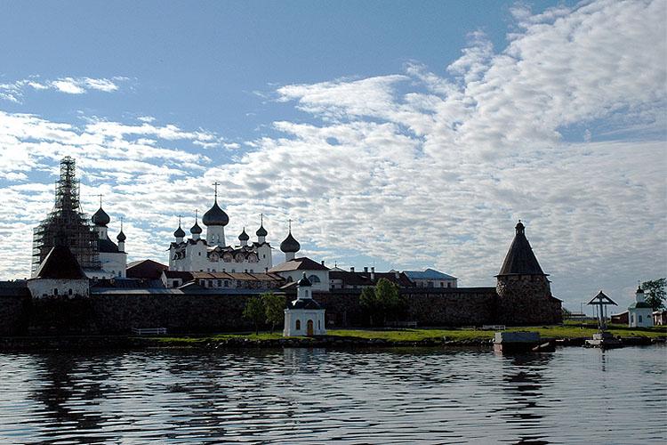 Een van de Solovetski eilanden in de Witte Zee (foto:flickr/Fr_Maxim_Massalitin)