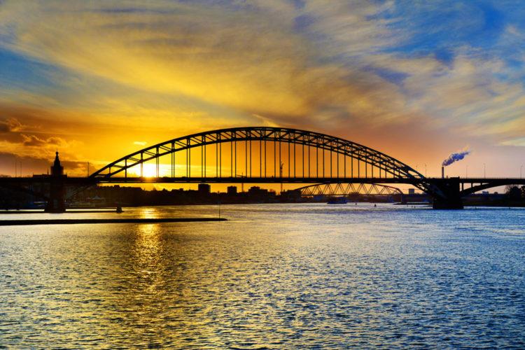 The Waal river at Nijmegen (photo:flickr/nilsvanrooijen)