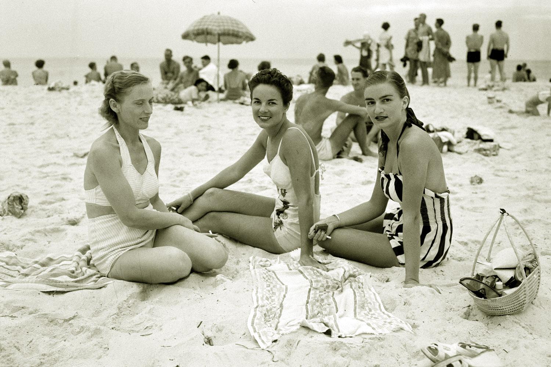 Aan het strand gebeurt het bij Siegfried Lenz (foto:flickr/statelibrarywa)