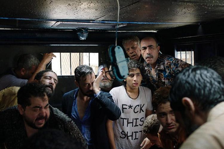 Wantrouwige arrestanten in Eshtebak (Clash)