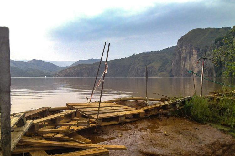 Lake Nyos, het hart van de Stikvallei (foto:flickr/jbdodane)