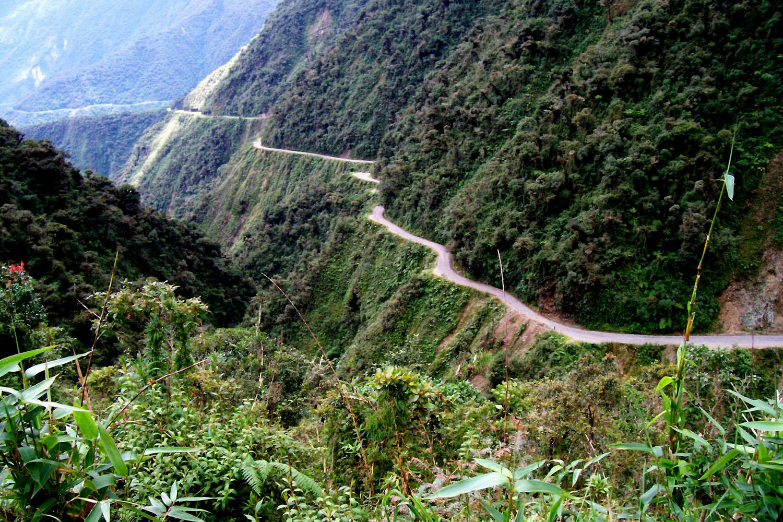 Een stuurfout op Death Road vertel je niet na (foto:flickr/ceetap)