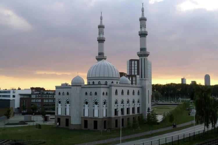 De Essalam Moskee in Rotterdam Feijenoord (foto:flickr/jamesbondsv)