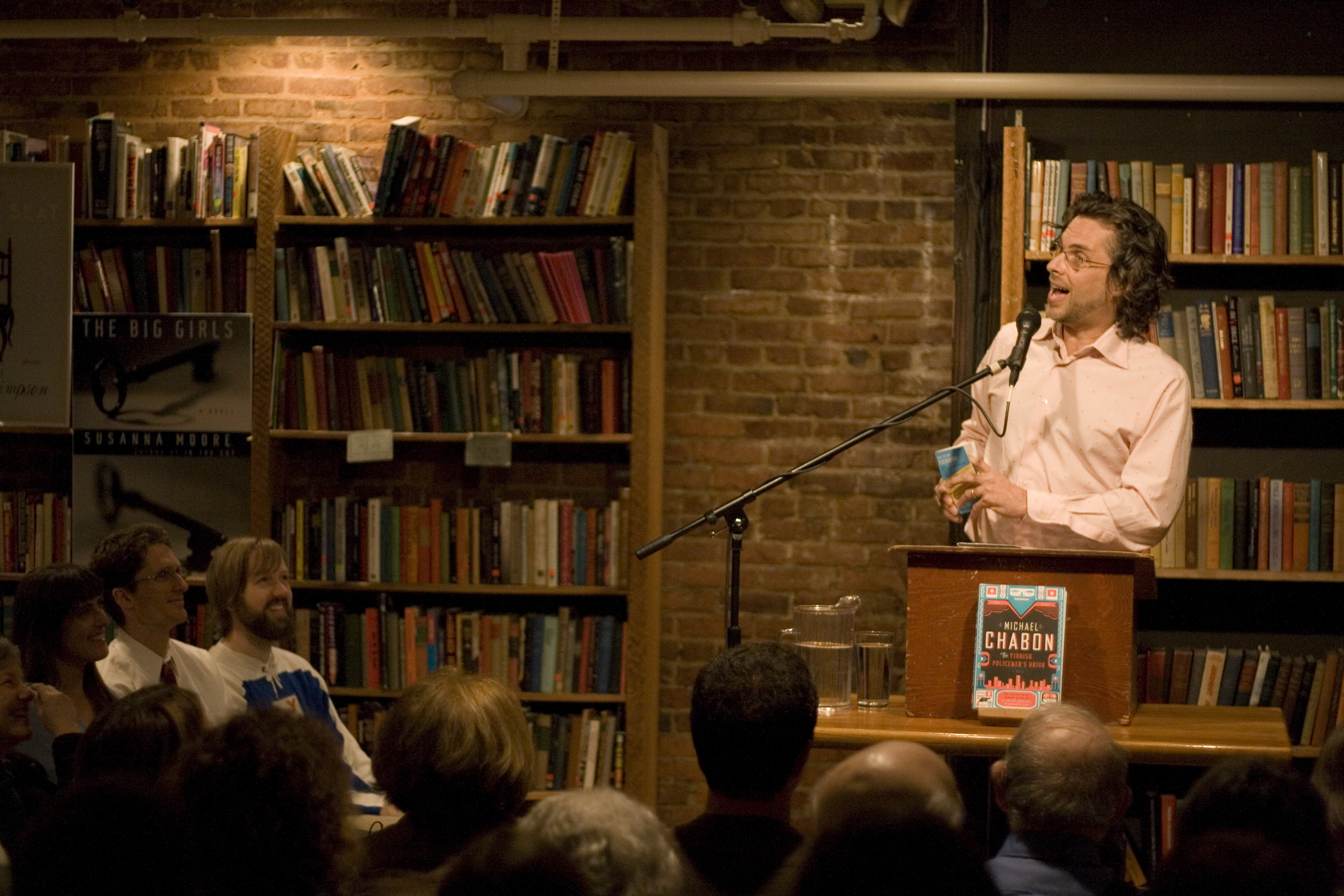 Michael Chabon tijdens een lezing in Seattle (foto:flickr/csb13)