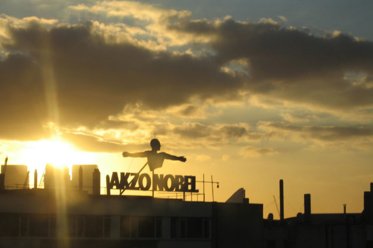 Zonzondergang bij AkzoNobel (foto:flickr/steve_way)
