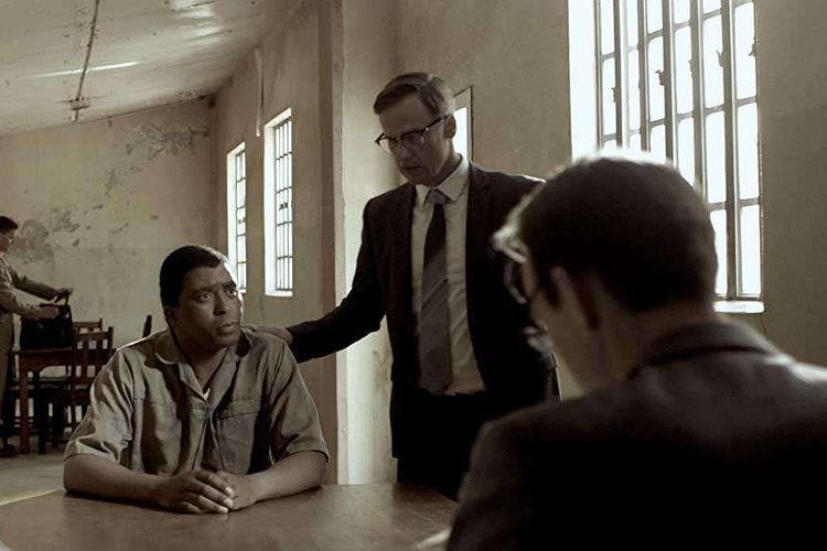 Sello Motloung als Nelson Mandela en Peter Paul Muller als Bram Fischer