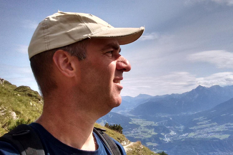 Zelfportret met bergen