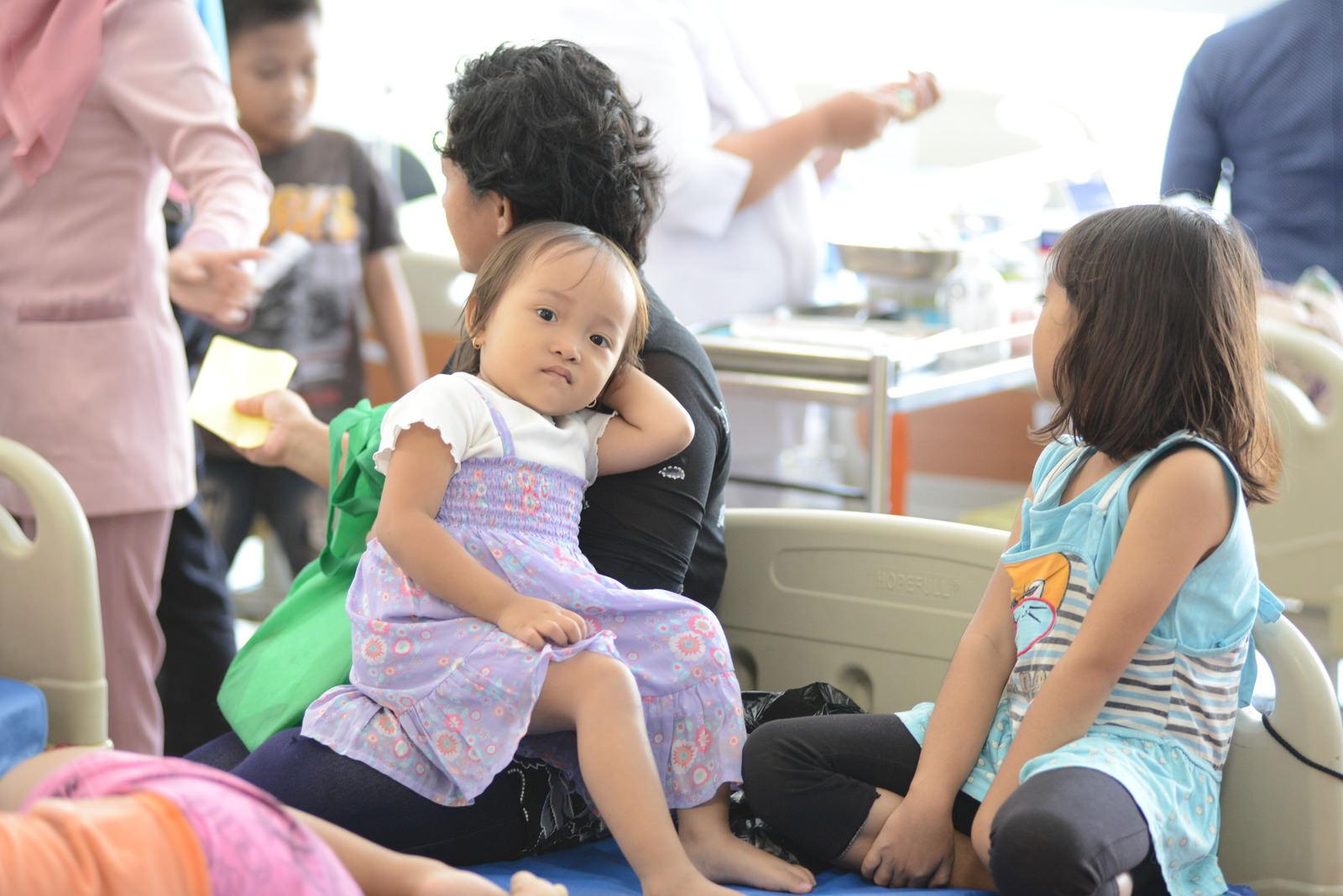 Kinderen in een ziekenhuis in Jakarta (foto:flickr/sanofi)