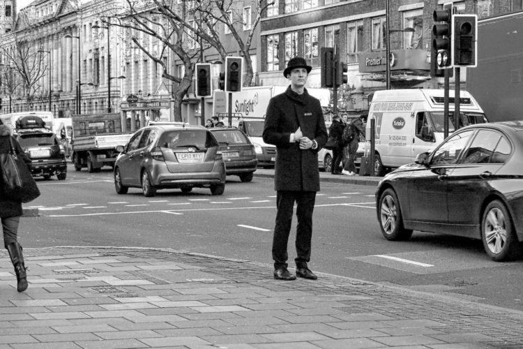 Alleenstaande man met hoed (foto:flickr/daliscar)
