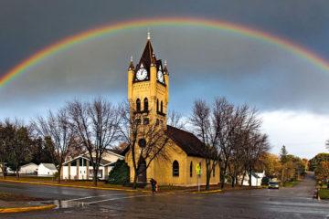 Kerk met regenboog (foto:flickr/gregness)
