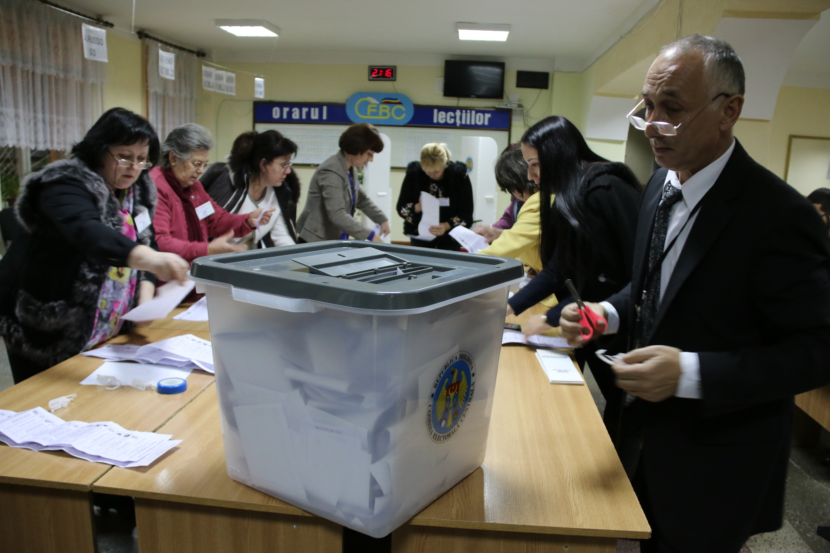 Polling Station in Chisinau, Moldova during elections in 2014 (photo:flickr/OSCE)