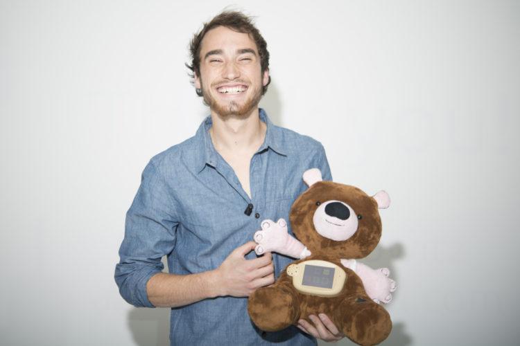 Empathische zorgrobot Jerry met zijn uitvinder (foto:flickr/sparkfun)