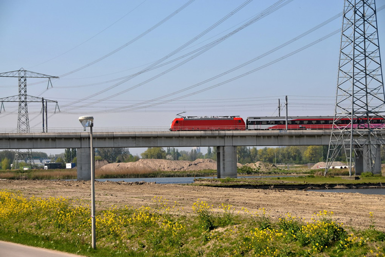 Hogesnelheidslijn tijdens een ertms testrit bij Zoetermeer (foto:flickr/faceme)