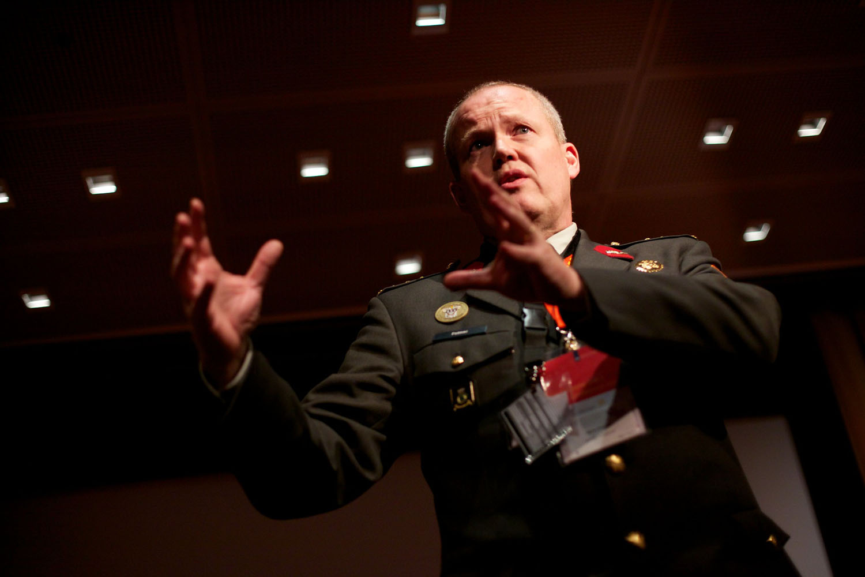"""Hans Folmer: """"In militaire operaties zijn we steeds afhankelijker van digitale systemen zoals sensor-, wapen- en commandovoeringsystemen"""" (foto:flickr/ter-burg)"""