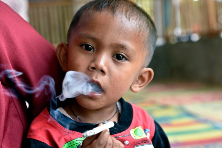 Rapi, de rokende peuter uit Sukabumi , had ook geen crèche (copyright:onbekend)
