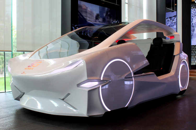 Futuristische auto die continu online is