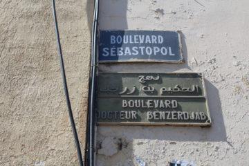 Veel straten in Oran hebben nog een oude en nieuwe naam