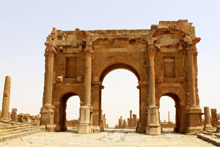 De triomfboog van Hadrianus in Timgad, Algerije