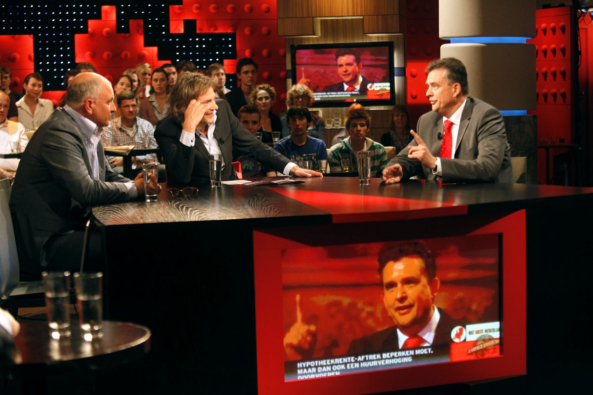 Mannen tijdens een talkshow (foto:flickr/sp)