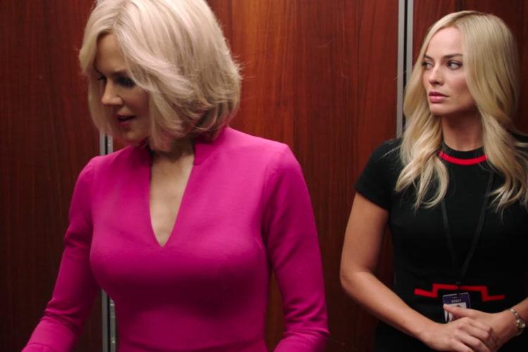 Margot Robbie (rechts) draagt Bombshell