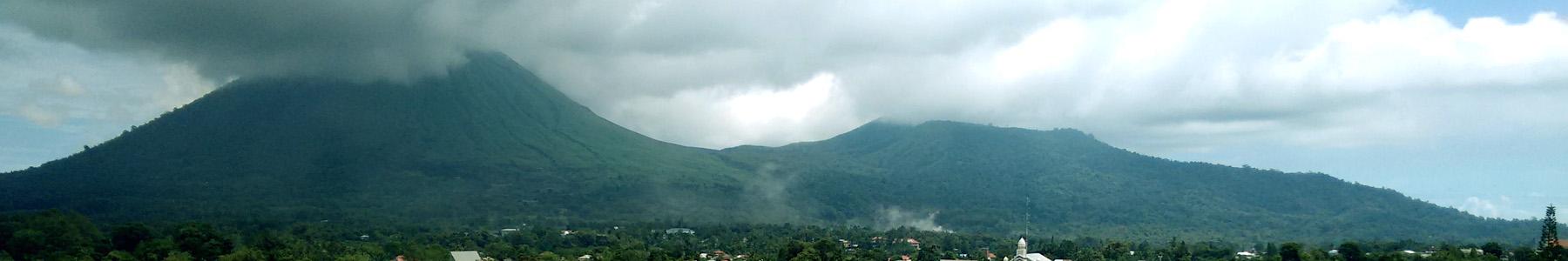 De vulkaan Lokon, het uitzicht van mijn jeugd